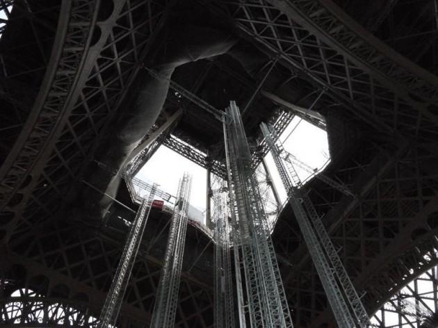 エッフェル塔の真下