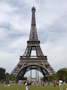 シャン・ド・マルス公園とエッフェル塔