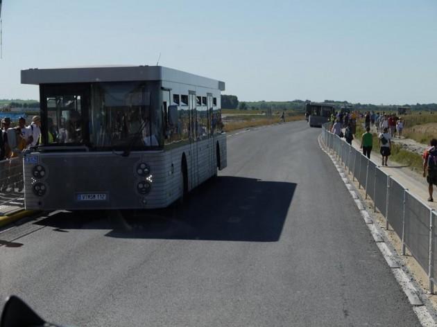 モンサンミッシェルのバス