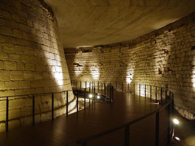 中世ルーヴルの城塞